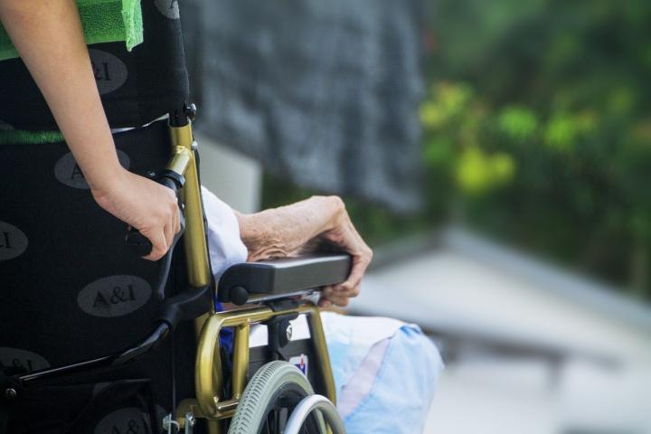 opieka nad osobami starszymi praca