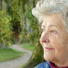 Higiena osób starszych - jak prawidłowo zadbać o seniora