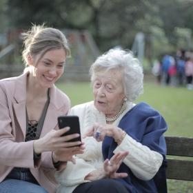 Kim jest opiekunka dla seniora?