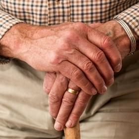 Omdlenia u seniorów - jak reagować
